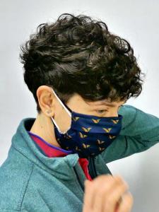 Alt = narural short hair, wearing mask